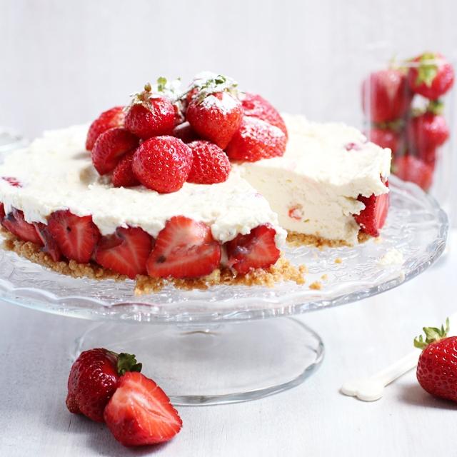 strawberrymarzipancheesecake1